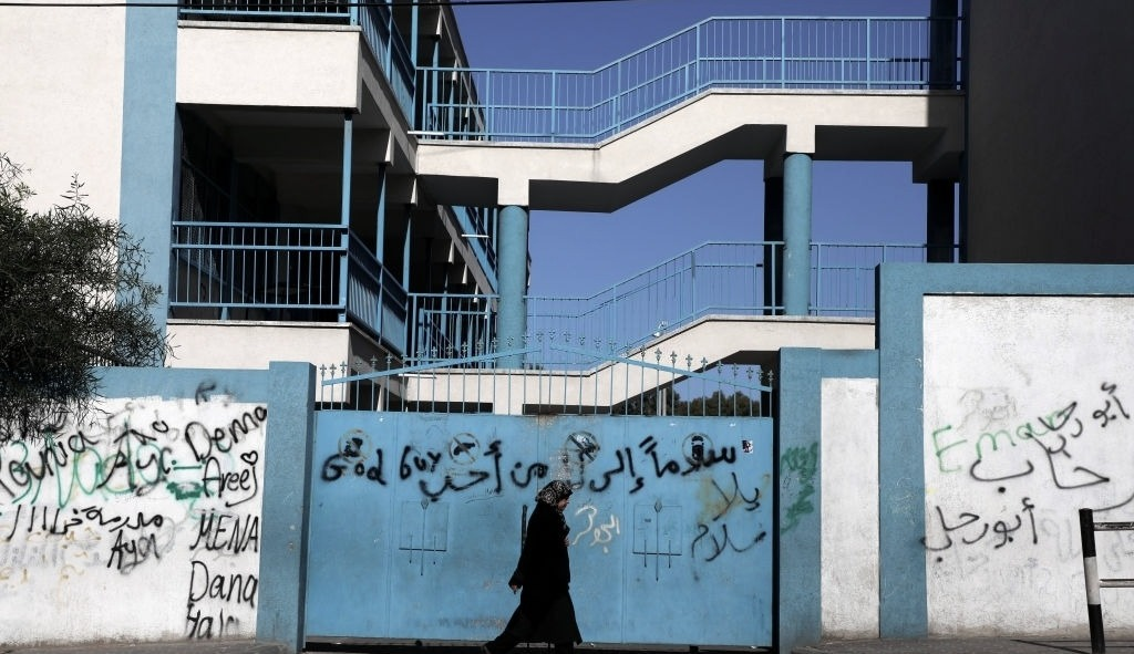 موظفو غزّة.. أول ضحايا الأزمة الماليّة في الأونروا؟