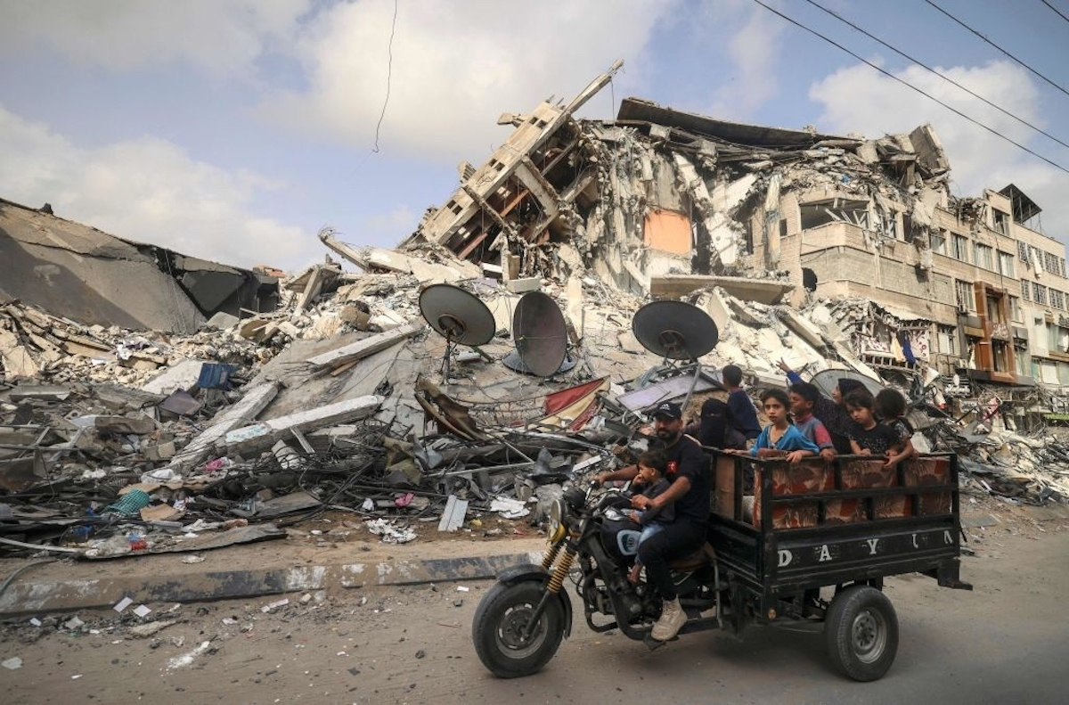 """قصفُ الاحتلال لغزة: """"أقصف الآن، ليموتَ لاحقاً"""""""