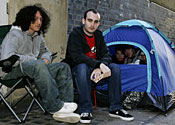 UK fans start queuing for Wii