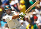 Ponting keeps Aussies in hunt