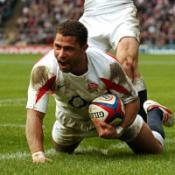 Robinson rallies England underdogs