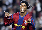 Ronaldinho's Milan move stalls