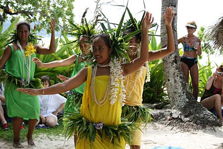 Tahiti dancers