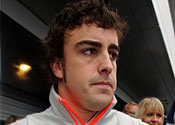 Alonso to stay with Renault
