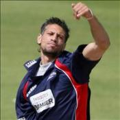England call up bowling duo