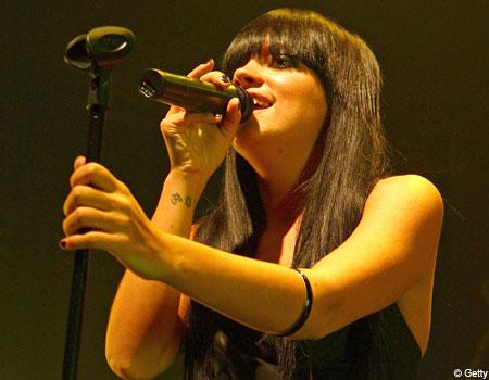 Lily Allen sing