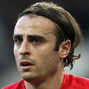 Late Berbatov header sends United top