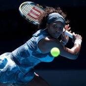 Serena overcomes heat to go through