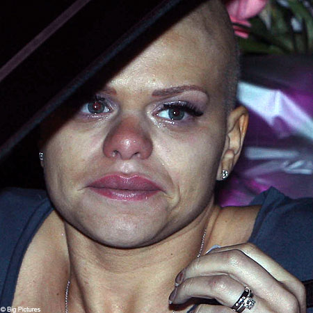 4afdf3c6e7 Close to tears  Jade Goody struggles as she says goodbye to friends ...