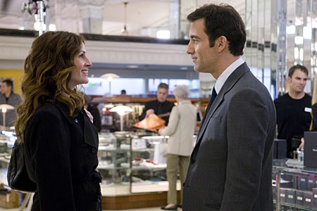 Julia Roberts and Clive Owen have great chemistry in Duplicity