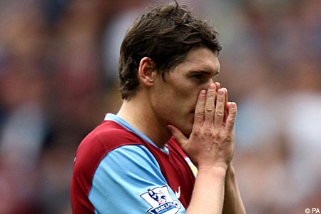Aston Villa captain Gareth Barry