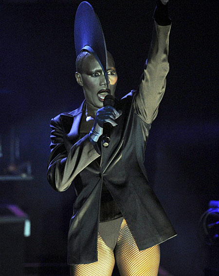 N'Dea describes Grace Jones as 'extreme performance 'artist'. Spot on.