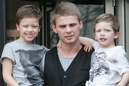 Jeff Brazier and his children