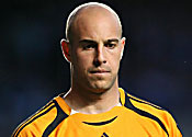 Liverpool ready for title fight, insists Reina