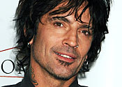 Tommy Lee bags London internet date