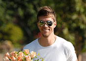 HSM star gets greeted with flowers
