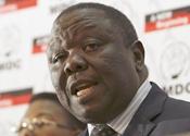 Zimbabwean PM booed over Mugabe support
