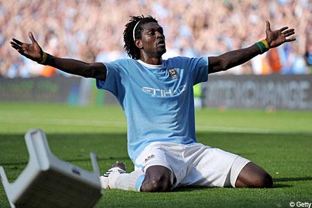 Emmanuel Adebayor celebrates in front of te Arsenal fans