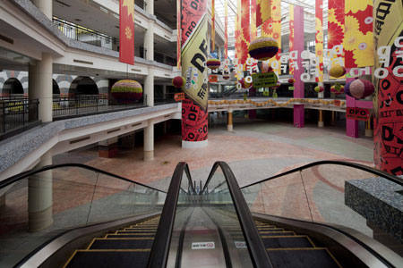 New South China Mall is 99% empty, with only a few food stalls operating inside