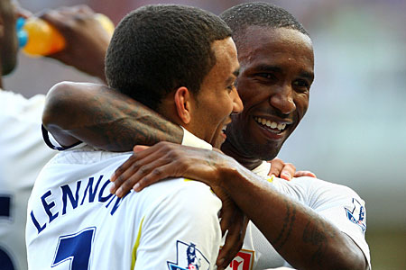 Defoe and Lernnon terrorised Wigan on Sunday