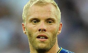 Spurs clinch Gudjohnsen loan