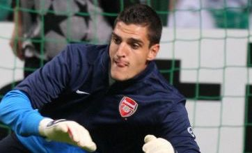 Mannone signs Arsenal deal