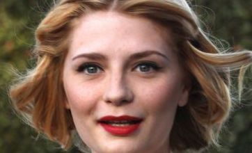 Mischa Barton unveils new blonde haircut