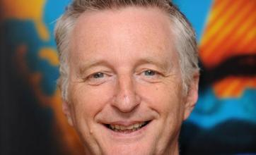 Billy Bragg to try stage production