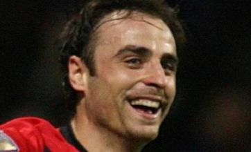 Berbatov grabs brace to beat Bolton