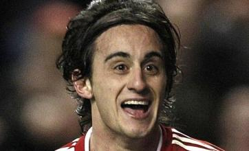 Aquilani inspires Reds to win