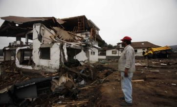 Chilean troops move in to stop looting in quake-hit areas