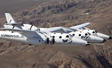 Virgin's spacecraft takes first test flight