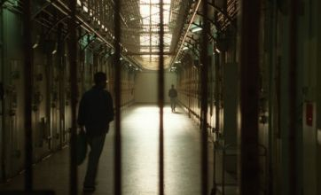 Inmates escape Yemen jail after bomb blast