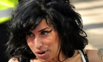 Amy Winehouse visits Mark Ronson to work on new material