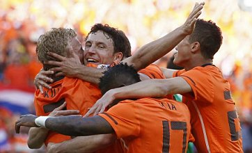 Holland claim simple win over Denmark in opener