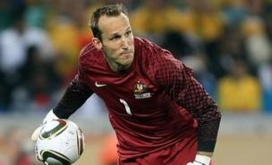 Mark Schwarzer still wants to move from Fulham to Arsenal (Allstar)