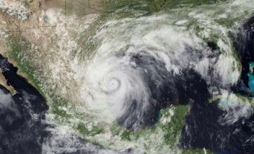 Hurricane Alex thwarts oil spill siphoning work