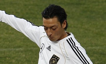 Mesut Ozil to spark Manchester United and Chelsea transfer tug-of-war