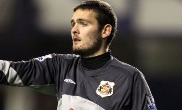 Sunderland's Craig Gordon breaks arm in pre-season training