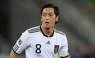 Mesut Ozil is still a Manchester United target (Allstar)