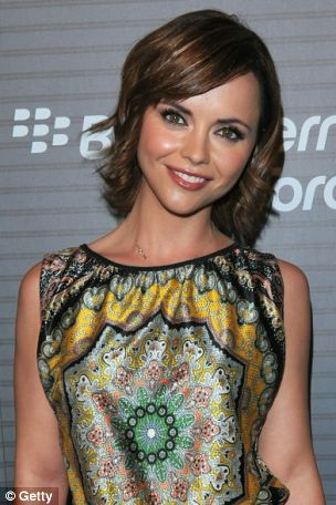 Christina Ricci is smitten with how much of a good kisser R-Pattz is...