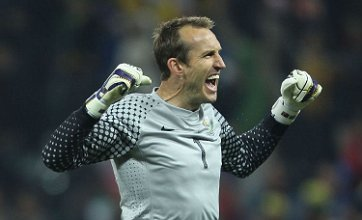 Arsenal 'must replace Manuel Almunia with Mark Schwarzer' – David Seaman