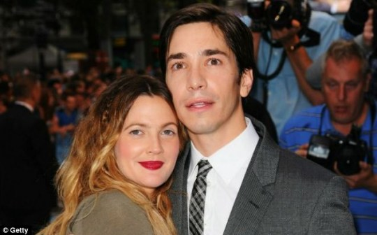 Drew Barrymore and Justin Long enjoyed some playful time on a London bus