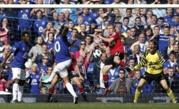 Mikel Arteta's strike earns Everton last-gasp draw with Manchester United