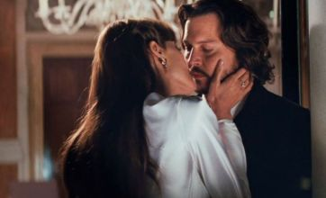 Angelina and Johnny get steamy in The Tourist