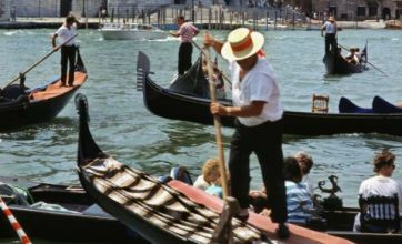 Venice gondoliers want to steer clear of O Sole Mio