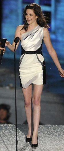 Kristen Stewart picks up her Scream Award from at The Greek Theatre (AP)