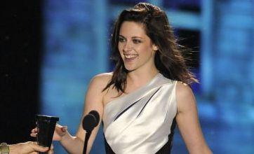 Kristen Stewart wins Best Fantasy Actress at Scream Awards