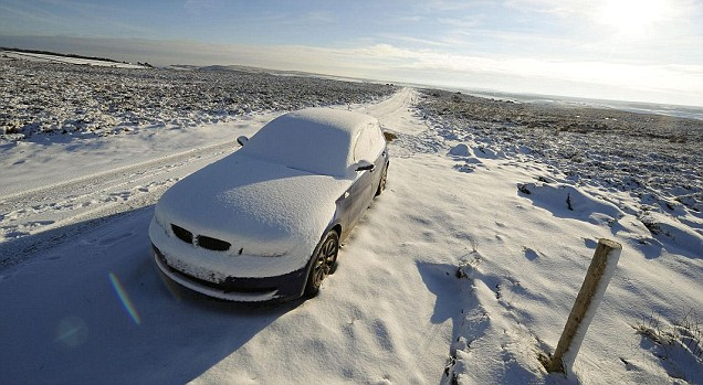 Cars abandoned on the A171 because of the extreme weather (Pic: PA)