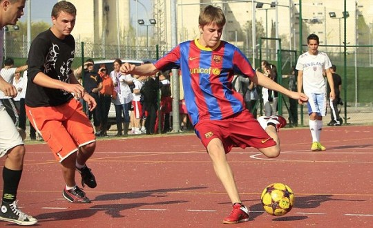 Justin Bieber plays against local youths in Spain wearing a full Barcelona kit